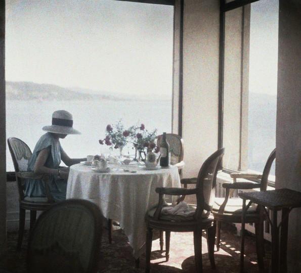 Bibi au Restaurant d Eden Roc Cap d Antibes 1920 Photographie J H Lartigue C Ministere de la Culture France  AAJHL